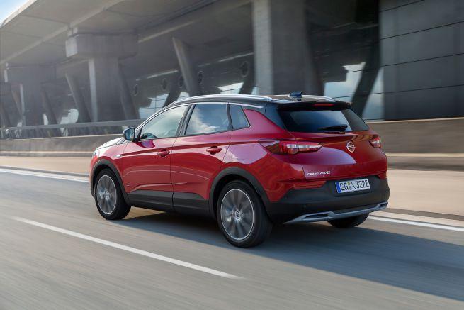 Opel Grandland X Hybrid4 posteriore