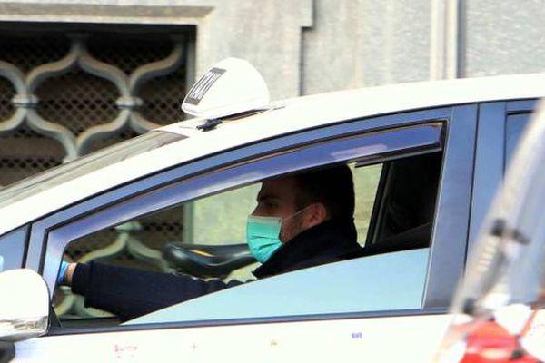 taxi con mascherina