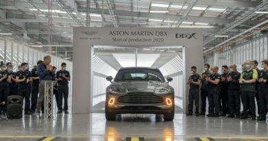 Aston Martin DBX esce dall'impianto